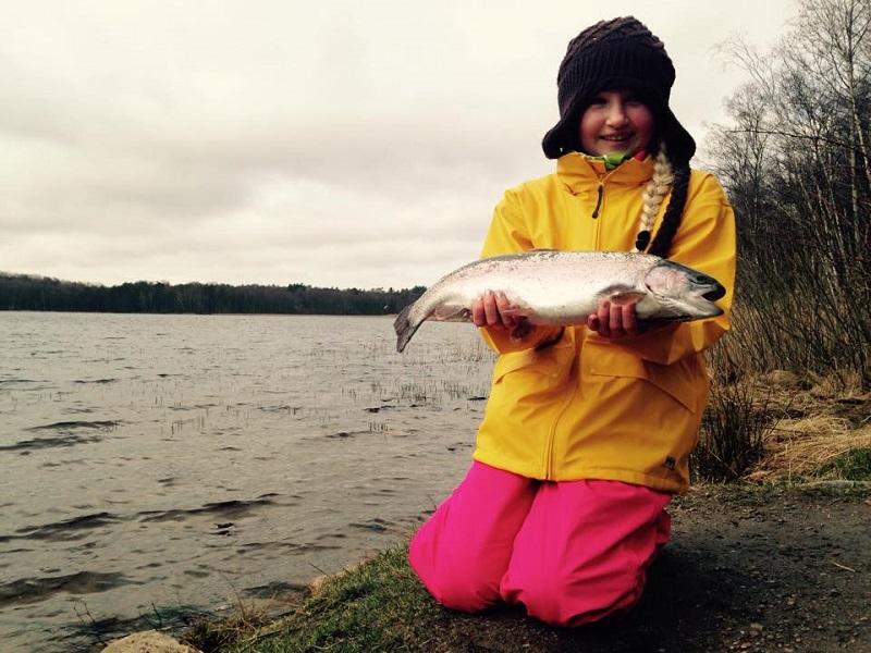 Påsklovsfisket gav fina regnbågar