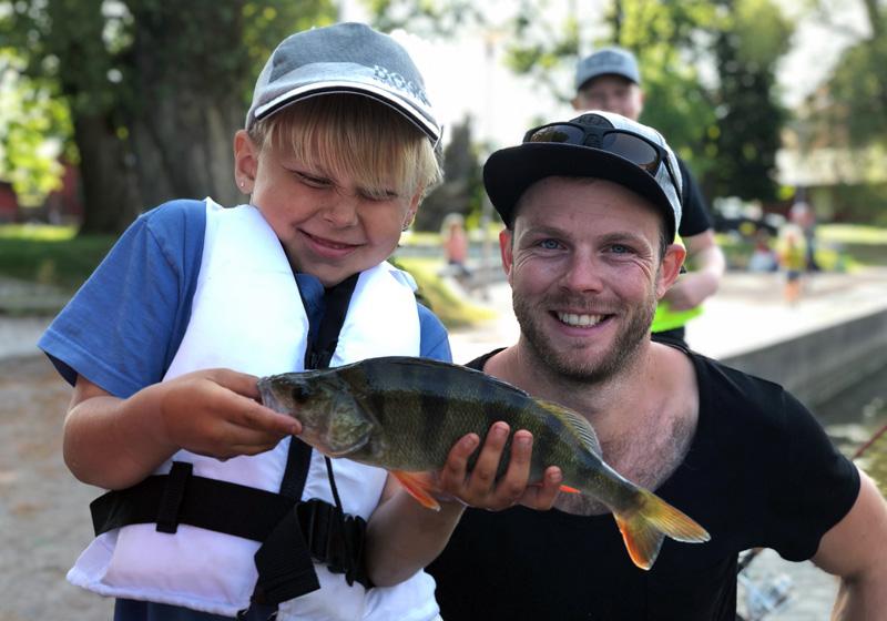 Sommarlovsfiske vid Svartån i Örebro