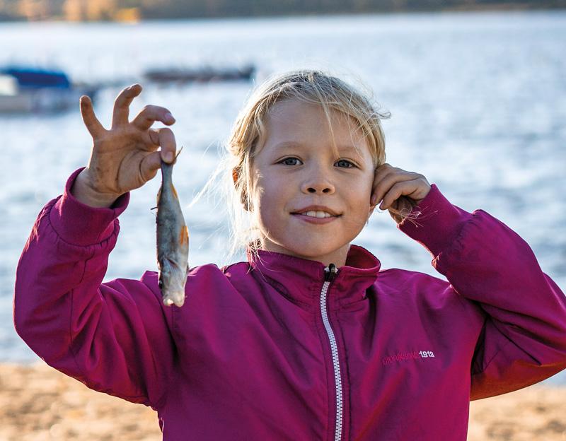 Sommarlovsfiske i Åkers kanal Åkersberga