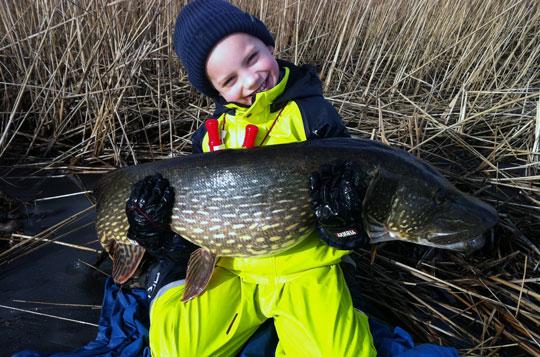 Framtidens Sportfiskare: Jonatan tog 12 kilosgädda!