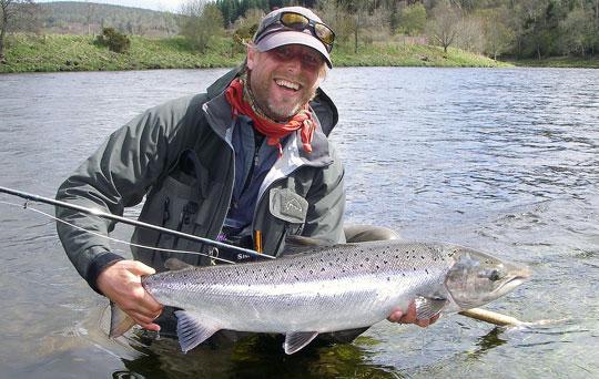 Ole Wisler och Danmarks Sportfiskerforbund räddar laxen