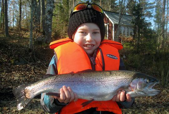 Framtidens Sportfiskare: Hugo tog tre regnbågar